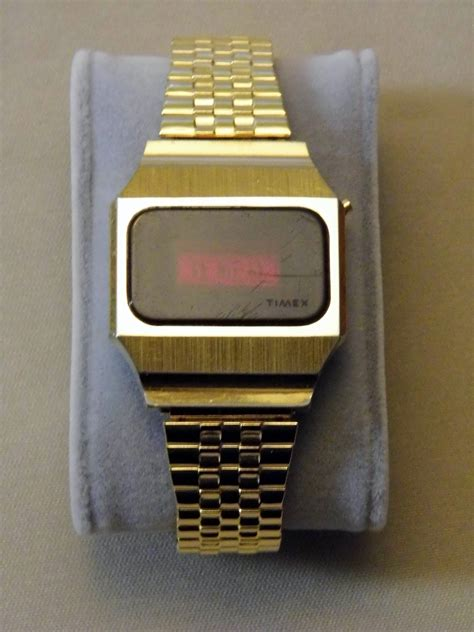 File:Vintage Timex Men's Electronic LED Watch, Red Face
