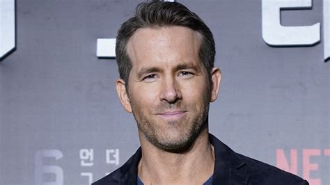 Ryan Reynolds Excitedly Meets K-Pop Group EXO: 'I'm in the